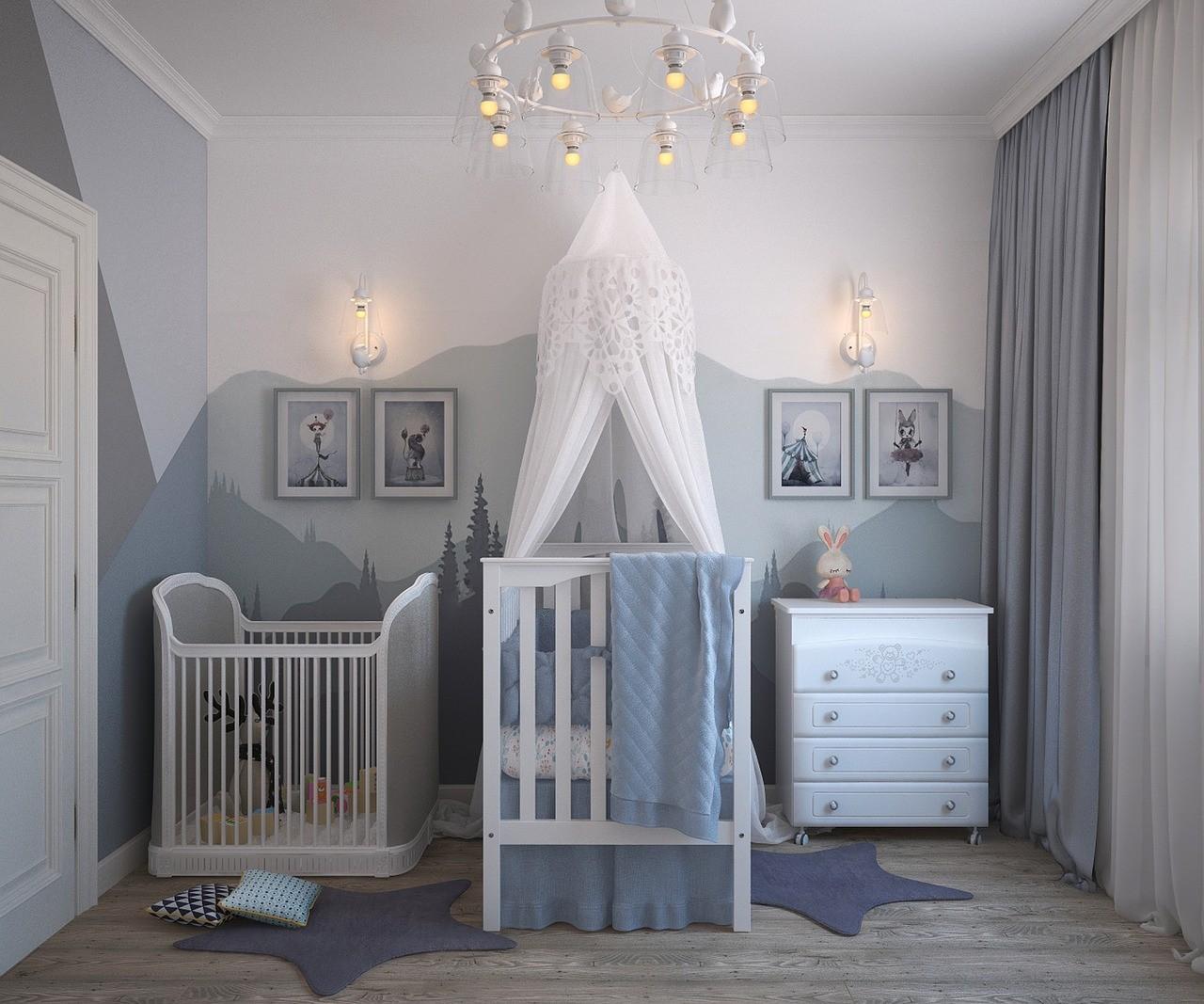 Inred barnrum med väggdekorationer